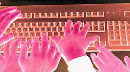 hands224x524